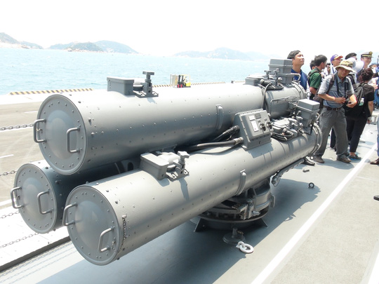 Hai chiến hạm hàng đầu Nhật Bản cập cảng Cam Ranh - 3