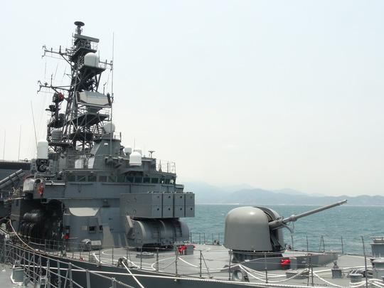 Hai chiến hạm hàng đầu Nhật Bản cập cảng Cam Ranh - 4