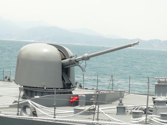 Hai chiến hạm hàng đầu Nhật Bản cập cảng Cam Ranh - 5