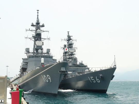 Hai chiến hạm hàng đầu Nhật Bản cập cảng Cam Ranh - 6