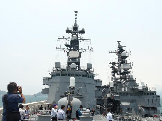 Hai chiến hạm hàng đầu Nhật Bản cập cảng Cam Ranh - 7