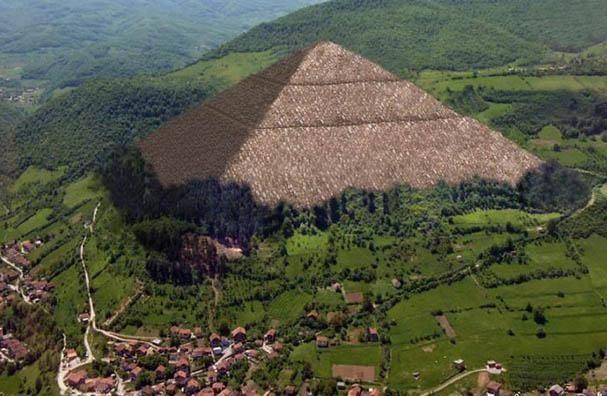 Phát hiện khối cầu đá khổng lồ bí ẩn trong rừng ở Bosnia - 4