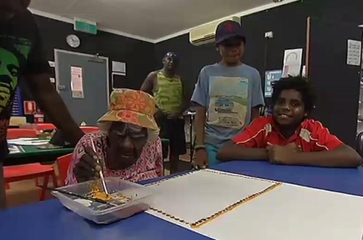 Úc: Bà cụ 105 tuổi vẽ tranh nổi tiếng thế giới - 3