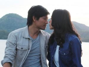 """Minh Hằng """"cướp"""" nụ hôn màn ảnh của Quý Bình"""