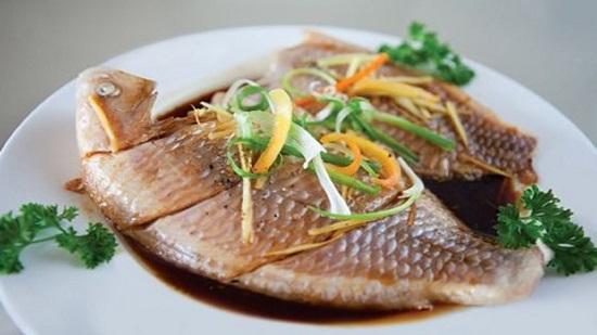 Khó cưỡng với 3 món cá hấp ngon, bổ - 1