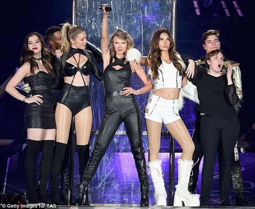 """Bạn thân Taylor Swift gây sốc với quần """"mặc như không"""" - 6"""