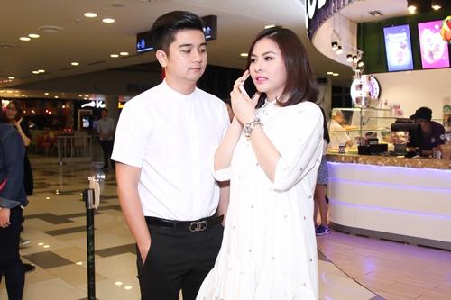 Vợ chồng Vân Trang lần đầu xuất hiện sau lễ cưới - 2