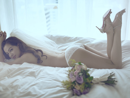 """Trọn bộ ảnh nội y cưới """"nóng rẫy tay"""" của Ngọc Thúy - 3"""
