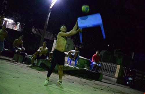 Đi xem bóng chuyền 'đầu - cánh - cổ' ở Sài Gòn - 2