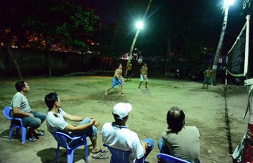 Đi xem bóng chuyền 'đầu - cánh - cổ' ở Sài Gòn - 1