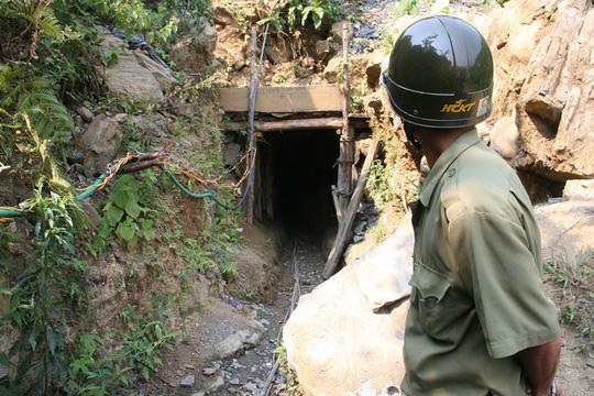 4 phu vàng ngạt khí: Huyện nói nạn nhân chỉ đào đất đá - 1