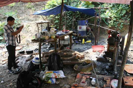 4 phu vàng ngạt khí: Huyện nói nạn nhân chỉ đào đất đá - 5