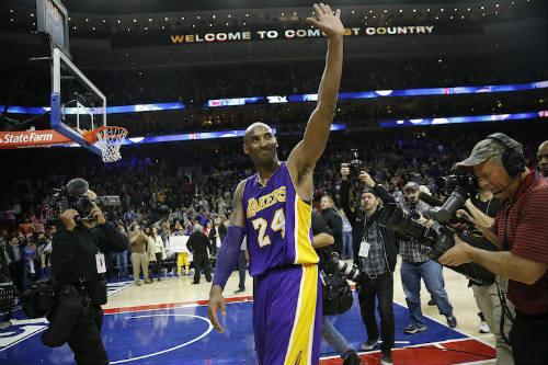"""Bryant giải nghệ: Tạm biệt """"tượng đài sống"""" làng bóng rổ - 1"""