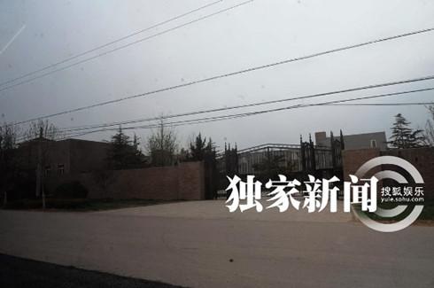 Choáng ngợp dinh thự bằng 4 sân bóng của Lưu Diệc Phi - 4