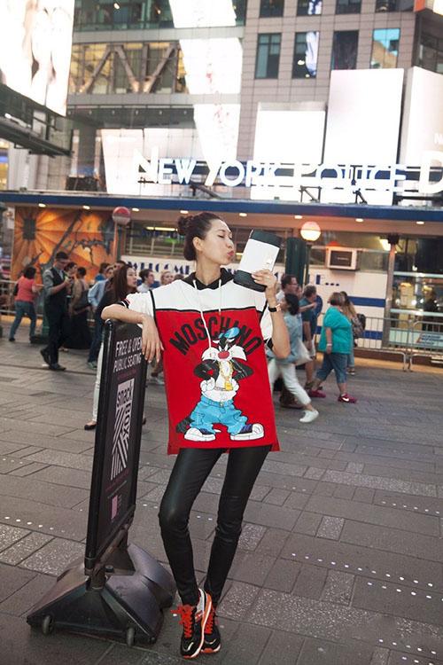 Giải mã gu thời trang sành điệu của bạn thân Liu Wen - 4