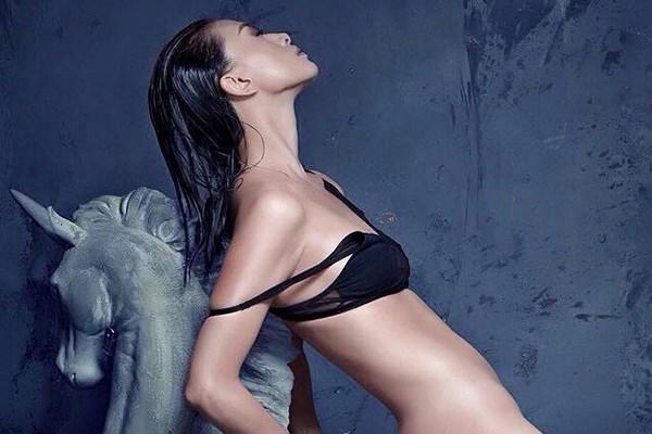 Ngoài chụp nude, luật cấm cạo đầu cũng từng gây xôn xao - 1