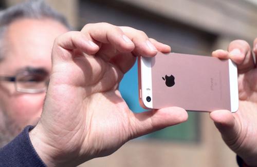 Những ai nên mua iPhone SE? - 2