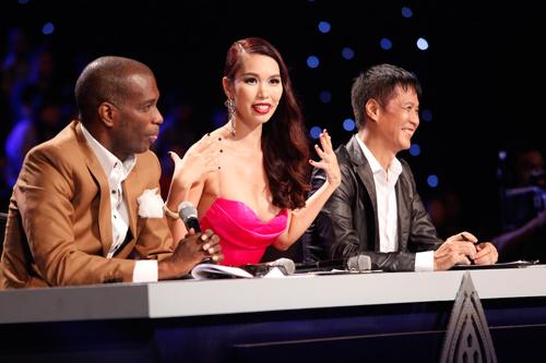 Người đẹp Tiền Giang hốt hoảng vì ngã trên sàn diễn - 3