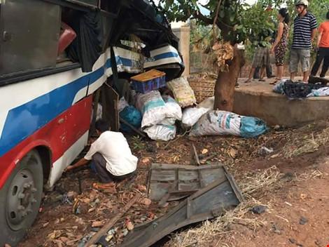 Gần 100 chú heo nằm chết la liệt sau vụ tai nạn - 3