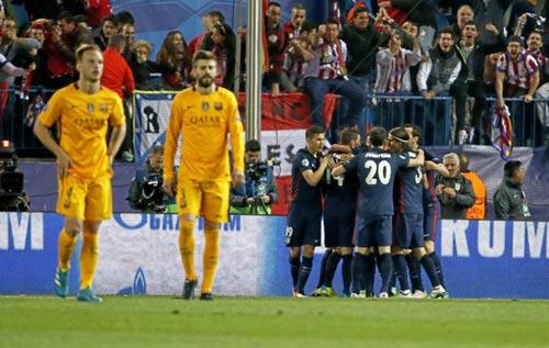 """Chùm ảnh: Barca """"sa lầy"""" ở Vicente Calderón - 10"""