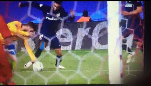 Barca mất penalty, fan gợi lại nghi án Chelsea 2009 - 2