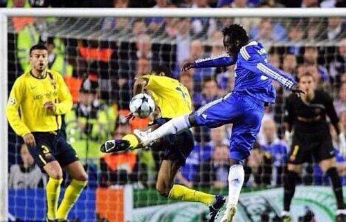 Barca mất penalty, fan gợi lại nghi án Chelsea 2009 - 3