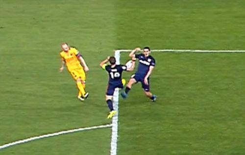 Barca mất penalty, fan gợi lại nghi án Chelsea 2009 - 1