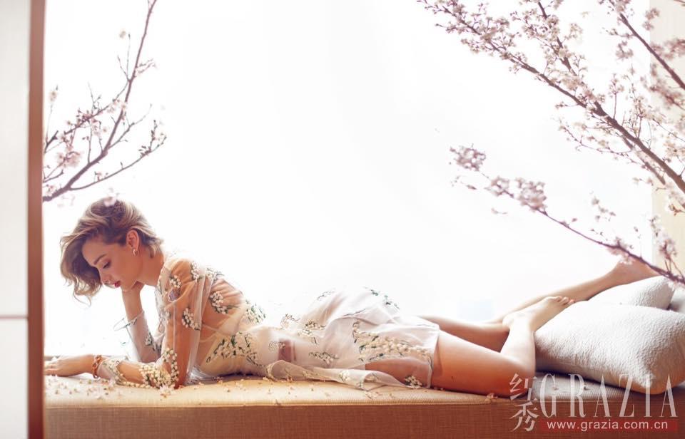 Miranda Kerr đầy mê hoặc với nội y và váy trong suốt - 5