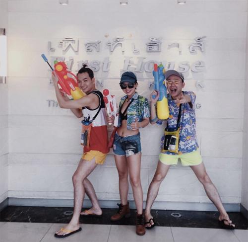 Bikini, soóc ngắn đẫm nước ngập tràn phố Thái Lan - 13