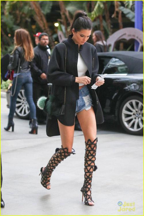 Bộ sưu tập giày dây buộc tuyệt đẹp của Kendall Jenner - 1