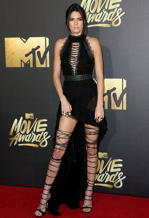 Bộ sưu tập giày dây buộc tuyệt đẹp của Kendall Jenner - 4