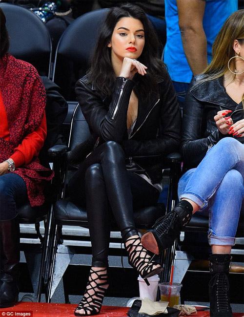 Bộ sưu tập giày dây buộc tuyệt đẹp của Kendall Jenner - 9