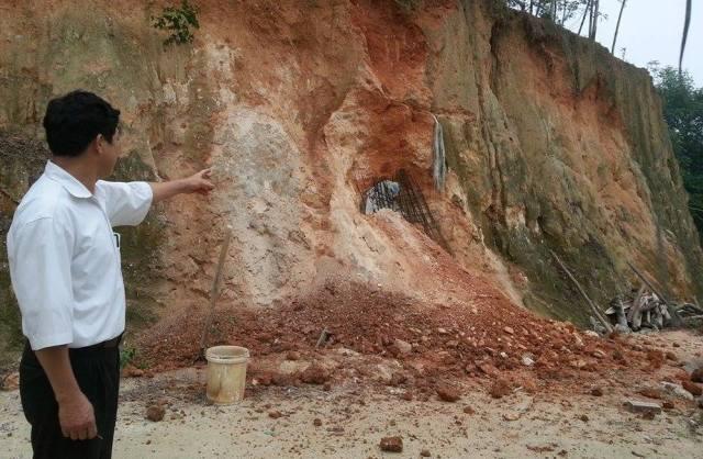 Phát hiện hai vợ chồng bị chôn vùi trong hầm cao lanh - 1
