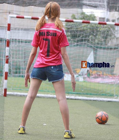 Bạn gái cuồng Ronaldo tung ảnh mừng thần tượng thăng hoa - 3