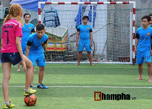 Bạn gái cuồng Ronaldo tung ảnh mừng thần tượng thăng hoa - 4