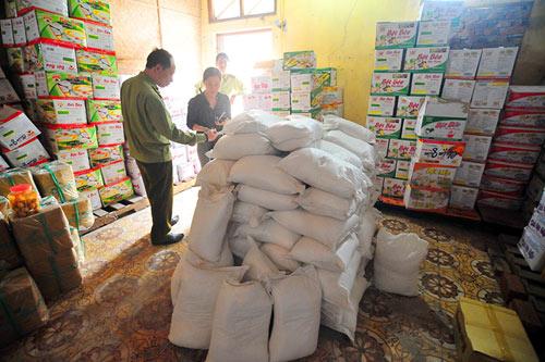 Hà Nội: Thu giữ gần 1 tấn bột chiên giòn không rõ nguồn gốc - 2