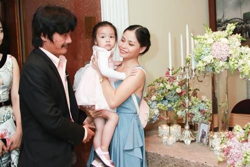 Công Ninh và vợ kém 22 tuổi dự cưới Lương Thế Thành - 1