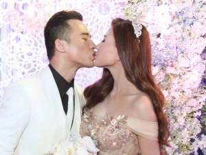 Cô dâu Thúy Diễm chi 450 triệu cho 3 chiếc váy cưới
