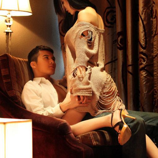 Sởn gai ốc khi nhìn thấy hình xăm nơi ngực vợ mỗi đêm - 1