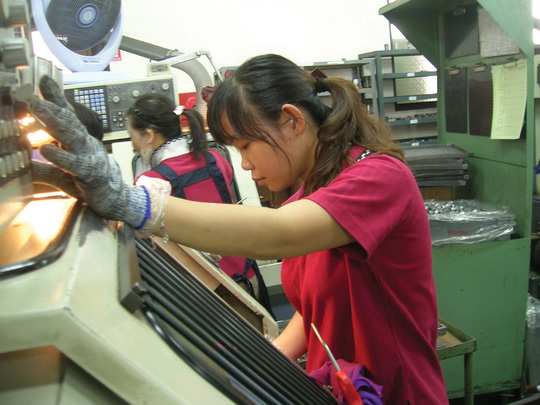 Lao động nữ ở nước ngoài: Thiệt trăm bề - 1