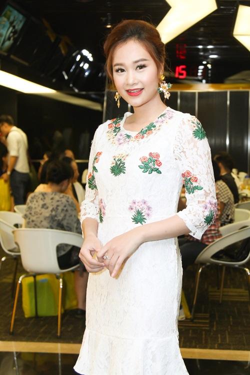 """Hòa Minzy tham gia """"Gương mặt thân quen"""" - 6"""