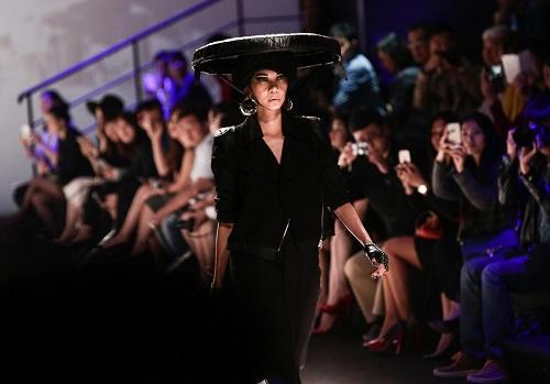 Xuân Lan làm vedette ở Tuần lễ thời trang Thượng Hải - 1