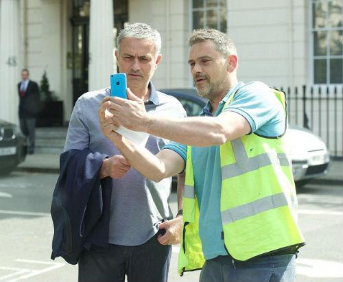 "Báo Anh: MU 100% ""trảm"" Van Gaal, mời Mourinho - 3"