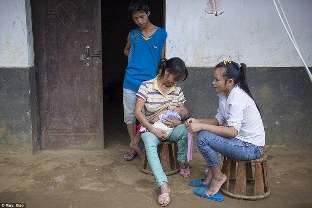 Ảnh: Lấy chồng, làm mẹ ở tuổi 13 tại Trung Quốc - 7