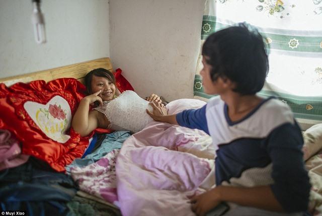 Ảnh: Lấy chồng, làm mẹ ở tuổi 13 tại Trung Quốc - 9