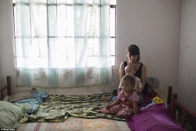 Ảnh: Lấy chồng, làm mẹ ở tuổi 13 tại Trung Quốc - 12