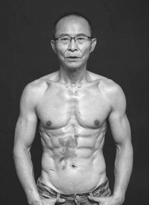 """""""Soái ca"""" 61 tuổi khoe thân hình 6 múi cường tráng - 5"""