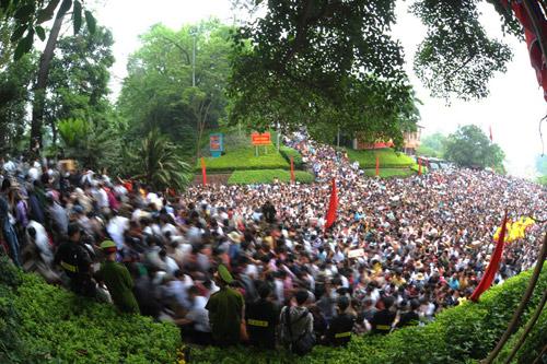 Hàng triệu du khách về dự lễ hội Đền Hùng năm 2016 - 1