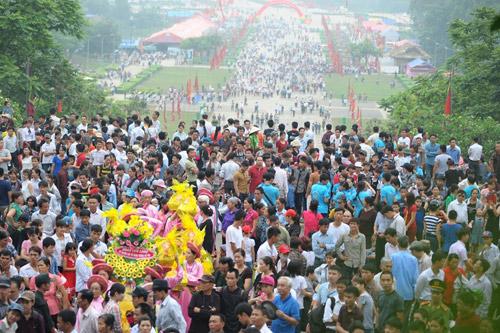 Hàng triệu du khách về dự lễ hội Đền Hùng năm 2016 - 2