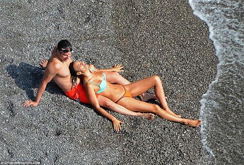 Irina Shayk khoe vòng 1 nóng bỏng bên người tình - 4